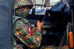รัฐชินเดือด! กองทัพพม่ายิงปืนใหญ่ถล่มกองกำลังพลเรือนติดอาวุธหลังประกาศกฎอัยการศึก