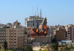 ปิดปากสื่อ! อิสราเอลโจมตีปาเลสไตน์ต่อเนื่องวันที่ 6 ยิงถล่มอาคารสำนักข่าวต่างชาติ-ตึกผู้อพยพ