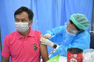 กรมอนามัย ระดมทุกศูนย์อนามัยจัดพื้นที่สนับสนุนให้บริการฉีดวัคซีน ตั้งเป้าฉีดศูนย์ละ 500 คนต่อวัน