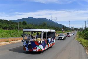 วิ่งธงชาติไทย เข้าสู่ 6 วันสุดท้าย! เหลือระยะทางเพียง 337 กม. ขบวนรถแห่ธงยิ่งใหญ่ทั่วจันทบุรี
