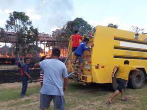 ไฟไหม้โรงเรียนอนุบาลปางมะค่าวอดเกือบทั้งโรงเรียน เดชะบุญยังปิดเทอมหนีโควิด