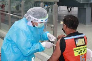 ราบรื่น! วันแรก ศูนย์ฉีดวัคซีนสถานีกลางบางซื่อ กว่า 5,000 คน ไร้อาการข้างเคียง