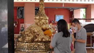 ประชาชนแห่บูชาพระราหู วัดศีรษะทอง รับมงคลวันวิสาขบูชา