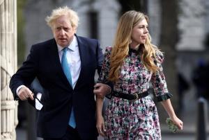 สื่อตีข่าวนายกฯ UK แอบแต่งเงียบคู่หมั้นสาว ท่ามกลางข้อจำกัดสกัดโควิด-19