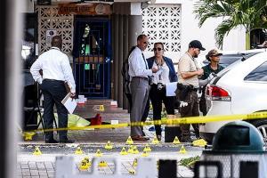 มะกันช็อก! 3 มือปืนควงไรเฟิลกราดยิงคอนเสิร์ตใน 'ฟลอริดา' ตาย 2 ศพ-เจ็บกว่า 20 คน