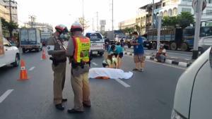 เศร้า หลวงพ่อวัย 70 ปี ออกบิณฑบาตข้ามถนนถูกรถชนเสียชีวิต คนก่อเหตุชิงหลบหนี