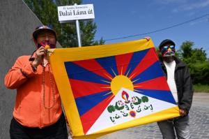 """แสบถึงทรวง! """"บูดาเปสต์"""" ตั้งชื่อถนนใหม่ยอกอกจีน ต่อต้านการสร้างวิทยาเขต """"ฟู่ตั้น"""" ในฮังการี"""