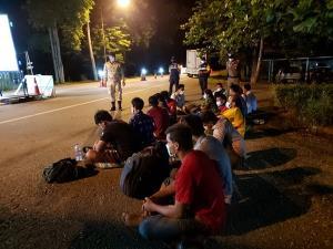 ฉก.ลาดหญ้ารวบ 16 แรงงานพม่ากลางดึก สารภาพจ่าย 1.5-2.6 หมื่น หวังเข้าทำงาน กทม.-ปริมณฑล