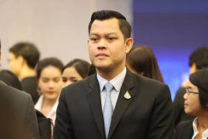 """""""ธนกร"""" ย้ำรัฐบาลมีแผนใช้เงินกู้ 5 แสนล้าน ฟื้นฟูประเทศชัดเจน ติง """"เพื่อไทย"""" อย่าค้านทุกเรื่อง"""
