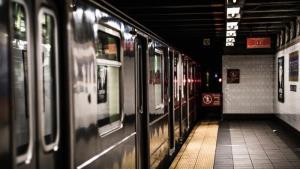 สลด! จนท.โอลิมปิกญี่ปุ่น 'กระโดดให้รถไฟชน' ดับสยองในโตเกียว