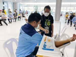 '3 ค่ายมือถือ' สนับสนุนศูนย์ฉีดวัคซีนกลางบางซื่อ ประชาชนที่นัดหมายเข้ารับบริการต่อเนื่อง
