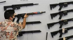 ถึงขั้นนี้แล้ว! รัฐเวสต์เวอร์จิเนียประกาศแจก'ปืน'ผู้โชคดี ดึงประชาชนฉีดวัคซีนโควิด-19