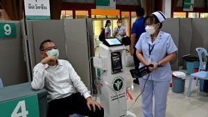 """""""ผู้ว่าฯหมูป่า""""เข้าฉีดวัคซีนโควิดแอสตราเซนเนกาเข็มแรกแล้วไม่พบอาการข้างเคียง"""