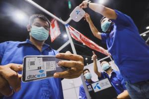 """""""รพ.สนามบุษราคัม"""" โรงพยาบาลสนามที่ใหญ่สุดในไทย สร้างเสร็จใน 7 วัน พร้อมเครือข่ายดิจิทัลรับมือโรคอุบัติใหม่"""