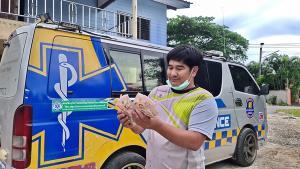 กู้ภัยน้ำใจงามเก็บเงินตกบนถนนกว่า 6,000 บาท ตามหาเจ้าของ