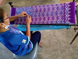 วช. หนุน มรภ.บุรีรัมย์ กระตุ้นการท่องเที่ยว ใช้เทคนิคออกแบบโครงสีผ้า รังสรรค์ผ้าไหมมัดหมี่ร่วมสมัย เป็นสินค้าทางวัฒนธรรม