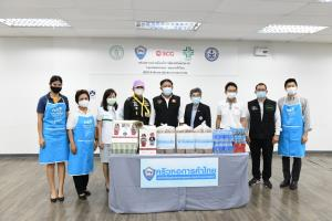 """ผู้ว่าฯ กทม.รับมอบเครื่องอุปโภคบริโภค """"ครัวหอการค้าไทย"""" เพื่อสนับสนุนบุคลากรทางการแพทย์"""