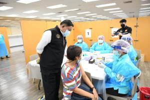 ผู้ว่าฯ กทม.ตรวจเยี่ยมจุดบริการฉีดวัคซีนนอก รพ.ที่ SCG บางซื่อ-ศูนย์การค้า The Street รัชดา