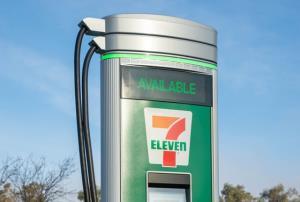 7-Eleven เอาด้วย! เตรียมติดตั้งสถานีชาร์จรถ EV 500 แห่งในอเมริกาเหนือ-แคนาดา
