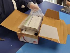 ป.ป.ส.ยึดเฮโรอีน 1,650 กรัม ซุกปกสมุดเตรียมส่งออสเตรเลีย