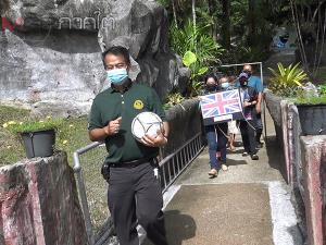 """สวนสัตว์สงขลาเกาะกระแสฟุตบอลยูโร 2020 นำ """"เจ้าจ้อน"""" ลิงชิมแปนซีประจำสวนสัตว์ทายผลบอล"""