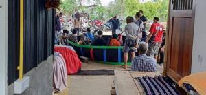 นักพนันแตกฮือ ตำรวจบุกทลายบ่อนไก่ชน รวบเซียน 19 คน ของกลางอีกจำนวนหนึ่ง