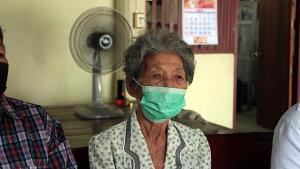 แสบสุด! สาวสองสุพรรณบุรีสวมสิทธิเราชนะกว่า 50 ราย พร้อมยายวัย 84 ปี
