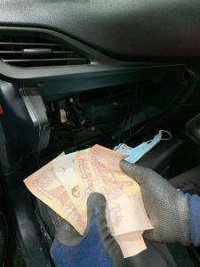 จุดจบคนชอบซ่อนเงิน! ช่างเจอเงิน 4,000 บาทในช่องแอร์ รีบโทร.แจ้งเจ้าของรถ