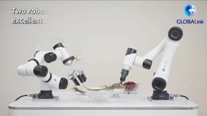 (ชมคลิป)  'เชฟหุ่นยนต์' โชว์ลีลาทำ 'บ๊ะจ่าง' สุดทึ่ง!