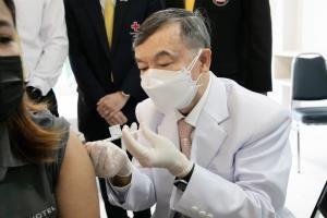 จุฬาฯ เริ่มฉีดวัคซีน ChulaCov19 วัคซีนรุ่นแรกของไทย ทดลองในมนุษย์ครั้งแรกแล้ว