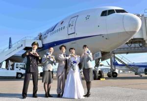 """""""วิวาห์บนเครื่องบิน"""" บริการใหม่สายการบินญี่ปุ่นสู้โควิด"""