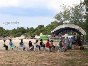 ชาวชุมชนบาลาเซ๊าะห์ อ.เมืองสงขลา ทยอยตรวจหาเชื้อโควิด-19 หลังพบผู้ติดเชื้อแล้ว 48 ราย
