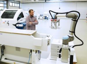 หุ่นยนต์โคบอทใหม่เก่งกว่าเดิม! ยูนิเวอร์ซัล โรบอทเปิดตัว UR10e รับน้ำหนักมากขึ้น 25%