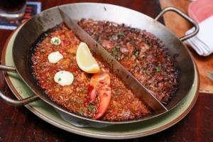 """ลิ้มรสความอร่อยขึ้นชื่อชาวสเปนแท้ๆ กับเมนู """"ปาเอญ่า"""" 2 หน้าในถาดเดียว  ณ ห้องอาหารอูโนมาส"""
