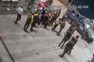 ชาวเน็ตสวดยับ! ตำรวจปากีฯ บุกจับ พนง.ร้านฟาสต์ฟูด เหตุไม่ยอมให้ 'ไถเบอร์เกอร์กินฟรี'