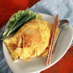 """เมื่อฝรั่งมาทำผัดไทย ร้าน """"ผัดไทยฝรั่ง"""" อร่อยไม่ต้องปรุง จุดเช็คอินมาอยุธยาต้องชิม"""