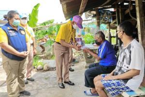 หน่วยรบ สอ.รฝ.จัดตั้งครัวสนามพร้อมมอบผลผลิตทางการเกษตรช่วยชาวบ้านฉาง