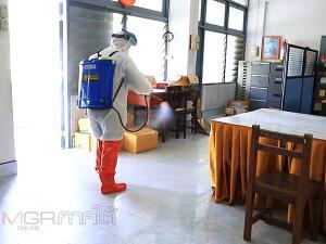 โรงเรียนคณะราษฎรบำรุงเร่งพ่นยาฆ่าเชื้อทำความสะอาด หลังพบครูติดโควิด-19 จำนวน 1 ราย