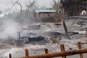 หมู่บ้านในมะเกวถูกเผาราบเกือบ 250 หลัง ชาวบ้านชี้ฝีมือทหาร กองทัพโทษผู้ก่อการร้ายลงมือ