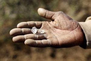ดับกระแสตื่นเพชร! 'แอฟริกาใต้' เผยหินที่ชาวบ้านขุดเจอแค่ 'แร่ควอตซ์' ราคาถูกๆ
