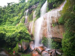"""""""9 น้ำตกทางเลือก"""" ในอุทยานแห่งชาติ อันซีนเมืองไทยสวยแปลกแตกต่าง"""