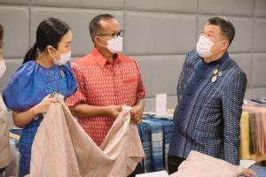 """(คลิป) พช. เตรียมคัดเลือกผ้าพื้นถิ่นที่ดีที่สุดจาก 4 ภาค ในการประกวด """"ผ้ามัดหมี่ลายขอเจ้าฟ้าสิริวัณณวรีฯ"""""""