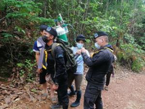 สุดยอดทหารพรานไทย! แบกถังออกซิเจนช่วยหนูน้อย 3 ขวบป่วยฉุกเฉิน ลุยโคลนเลน-ข้ามดอย 7 กม.ส่ง รพ.