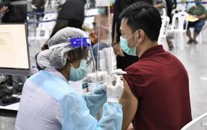 กรมวิทย์ฯ เผยไทยมีระบบติดตามกลุ่มผู้ได้รับวัคซีนโควิด แนะประชาชนไม่ต้องตรวจหาภูมิคุ้มกันหลังได้รับวัคซีน