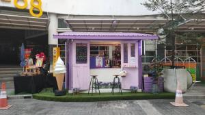 """""""นัตตี้ ศรัณย์ภัทร"""" นักร้องและยูทูเบอร์ ชื่อดังร่วมงาน เปิดตัวร้านไอศครีมซอฟเสริฟ """"Honmamon by Kioto"""""""