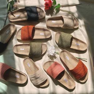 (ชมคลิป) One Thing รองเท้าแฮนด์เมด Unisex ฝีมือคนไทยสไตล์มินิมอล กำลังตีตลาดต่างประเทศให้สินค้าไทยบินไกลสู่สายตาต่างชาติ