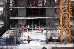 อสังหาฯ แนะ 5 ข้อผ่อนคลายปิดแคมป์ก่อสร้าง ยอมรับอสังหาฯ เสียหาย 8 หมื่นล้าน จ่อเลื่อนเปิดโครงการใหม่