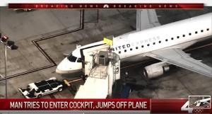 ระทึก! หนุ่มเมาค้างยาไอซ์พยายามบุกห้องควบคุม ก่อนเปิดประตูฉุกเฉินกระโดดลงจากเครื่องบิน