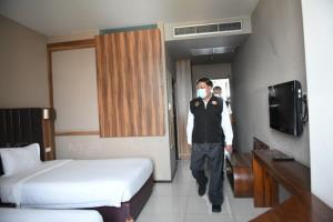 ผู้ว่าฯ อัศวิน ตรวจความพร้อม Hospitel กทม. ก่อนเริ่มเปิดรับผู้ป่วย ตั้งเป้า 10,000 เตียงรองรับโควิดเขียว