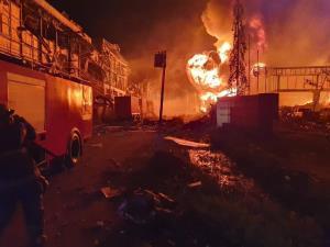 ระทึก! ไฟไหม้โรงงานพลาสติกย่านกิ่งแก้ว ระวังกลิ่นควันไฟเป็นสารก่อมะเร็ง